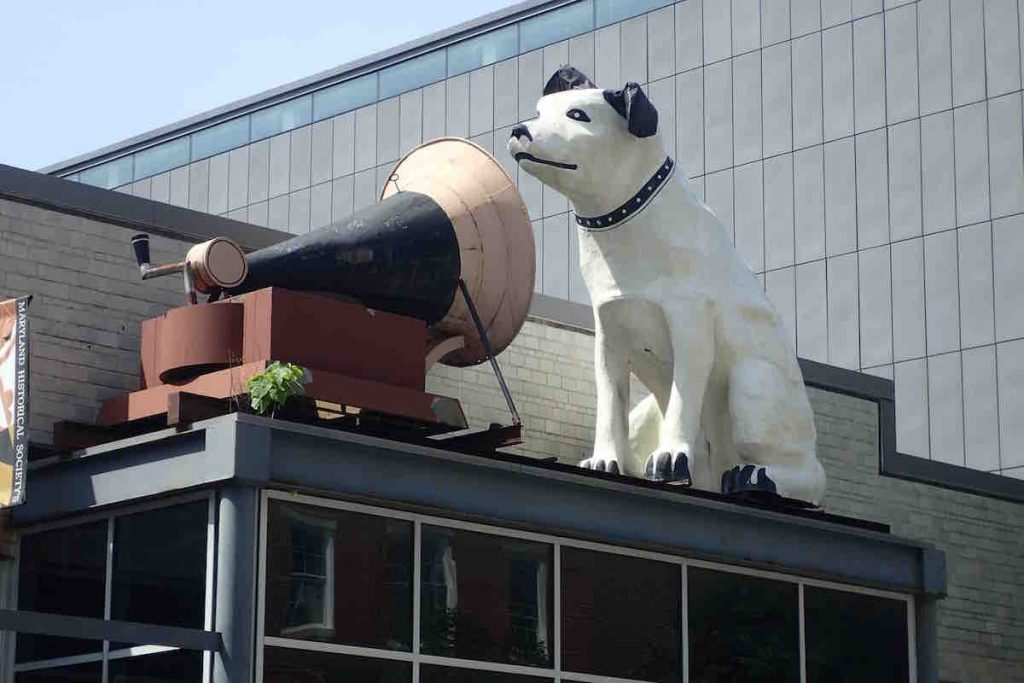 Sculpture of the old RCA dog listening to a phonograph horn